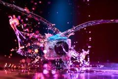Aktionskamera gespritzt mit Wasser Lizenzfreies Stockbild