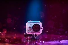 Aktionskamera gespritzt mit Wasser Stockfoto