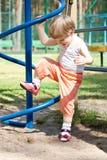 aktiv flicka som leker utomhus stadion Arkivbilder