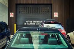 Aktiv körbana ingen parkering Arkivfoton