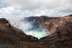 aktiv kratervulkan Arkivbilder