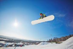 Aktiv snowboarder Fotografering för Bildbyråer