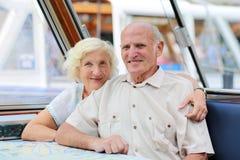 Aktiva höga par som tycker om tur till Amsterdam Royaltyfria Foton