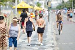 Aktiva invånare Rio Brazil för Ipanema strand Royaltyfri Bild