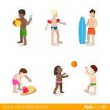 Aktiva strandsemesterbarn på lek som uppfostrar f Fotografering för Bildbyråer