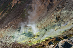 Aktiva sulphurlufthål av Owakudani, Japan Arkivfoto