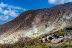 Aktiva sulphurlufthål av Owakudani, Japan Royaltyfri Fotografi
