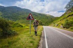Aktive ältere Männer, die in Schottland reisen stockbilder