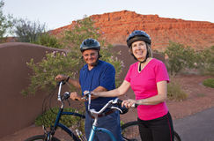 Aktive ältere Paare, die gesund und passend bleiben Stockbilder