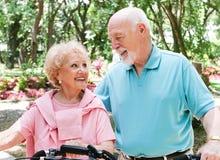 Aktive ältere Radfahrer stockfoto