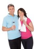 Aktive fällige Paare, die Eignung tun Stockbilder