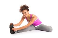 Frau, die ihre Beine ausdehnt lizenzfreies stockfoto