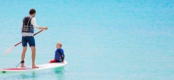 Aktiver Familienurlaub Lizenzfreies Stockbild