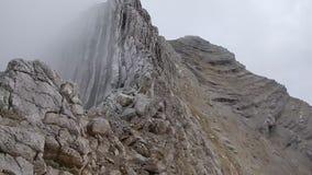 Aktiver Feiertag des schönen Sommers in den Dolomit stock video footage