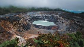 Aktiver hauptsächlichkrater des Vulkans von Poas stock video footage
