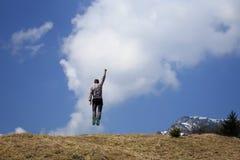Aktiver Mann springt oben Lizenzfreies Stockfoto