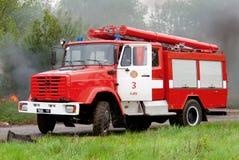 aktivera den röda lastbilen Arkivbild