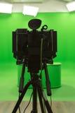 Aktivering för studio för tv för grön bakgrund för skärmchromatangent modern arkivfoto