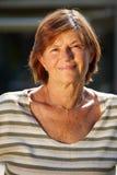 Aktives älteres Frauenlächeln Lizenzfreie Stockbilder