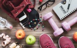 Aktives gesundes Lebensstilkonzept der Frau Kreative Ebenenlage von spo stockfotos