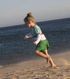 Aktives kleines Mädchen Stockfotografie