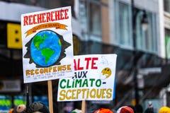 Aktivister som marscherar för miljön royaltyfri bild