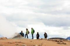 aktivitet geothermic iceland observera turister Royaltyfria Bilder