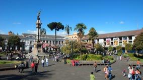 Aktivitet i självständighetfyrkant i den historiska mitten av staden av Quito Den historiska mitten förklarades av UNESCO första Arkivfoto