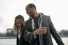 Aktivsvartpar Lycklig afrikansk amerikan royaltyfria foton