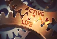Aktivt liv på guld- metalliska kugghjul illustration 3d Royaltyfri Foto