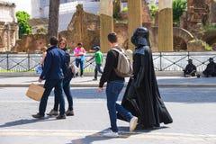 Aktor w kostiumowym Darth Vader w Rzym, Włochy Zdjęcia Royalty Free