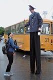 Aktor w policja munduru pozach dla fotografii przy Moskwa transportu dnia świętowaniem Zdjęcie Royalty Free