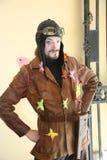 Aktora animator Jaroslav Rozanov w retro kostiumu pilota powietrzu Obrazy Royalty Free