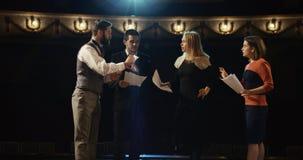 Aktorzy próbuje w teatrze zdjęcia stock