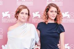 Aktris Aggeliki Papoulia och Ariane Labed Royaltyfria Foton