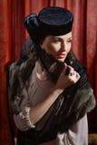 Aktris i klassisk inre Fotografering för Bildbyråer