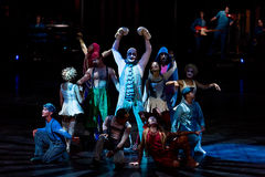 Aktöröverhopprep på den Cirque du Soleils showen 'Quidam', Arkivbilder