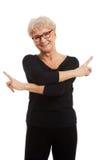 Aktywna i szczęśliwa starsza kobieta obrazy royalty free