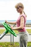 Aktywna kobieta ćwiczy z tai chi kołem Obrazy Royalty Free