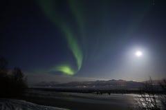 Aktywna Zorza i Księżyc W Pełni Zaświecamy Nad Kucbarskim Wpustem Zdjęcie Royalty Free