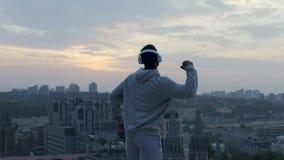 Aktywnego mężczyzna czuciowa siła i wolność w jego ciele, zwycięzca w życiu, inspiracja zbiory