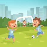 Aktywni dzieci bawić się futbolowy plenerowego ilustracja wektor