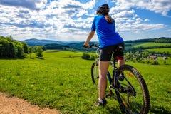 Aktywni ludzie jechać na rowerze Obrazy Stock