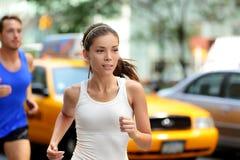 Aktywni ludzie jogging na Nowy Jork miasta ulicie, NYC Zdjęcia Royalty Free