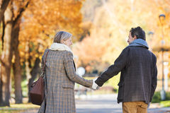 Aktywni seniory w miasteczku Obrazy Royalty Free