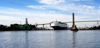 aktywność ładunku Hamburg portu statek zdjęcie stock