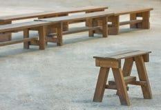 aktywność ławki grupują plenerowy drewnianego Obrazy Royalty Free