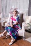 Aktywny żeński senior czeka wychodził Obraz Royalty Free