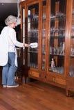 Aktywny żeński senior czyści meble Obrazy Royalty Free