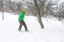 Aktywny mężczyzna jazda na snowboardzie Zdjęcie Royalty Free